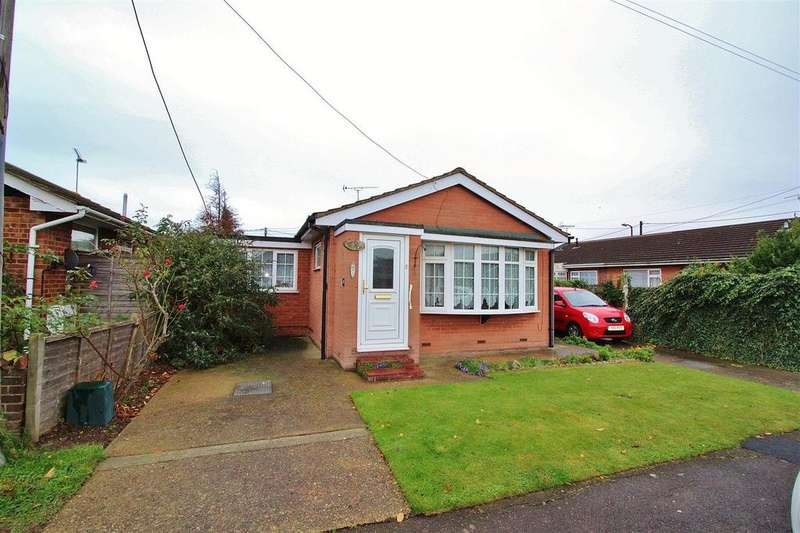 2 Bedrooms Detached Bungalow for sale in Henson Avenue, Canvey Island