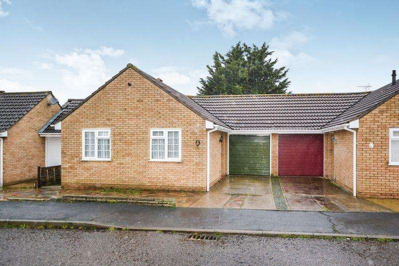 2 Bedrooms Detached Bungalow for sale in Edgware Road, Clacton-on-Sea, Essex