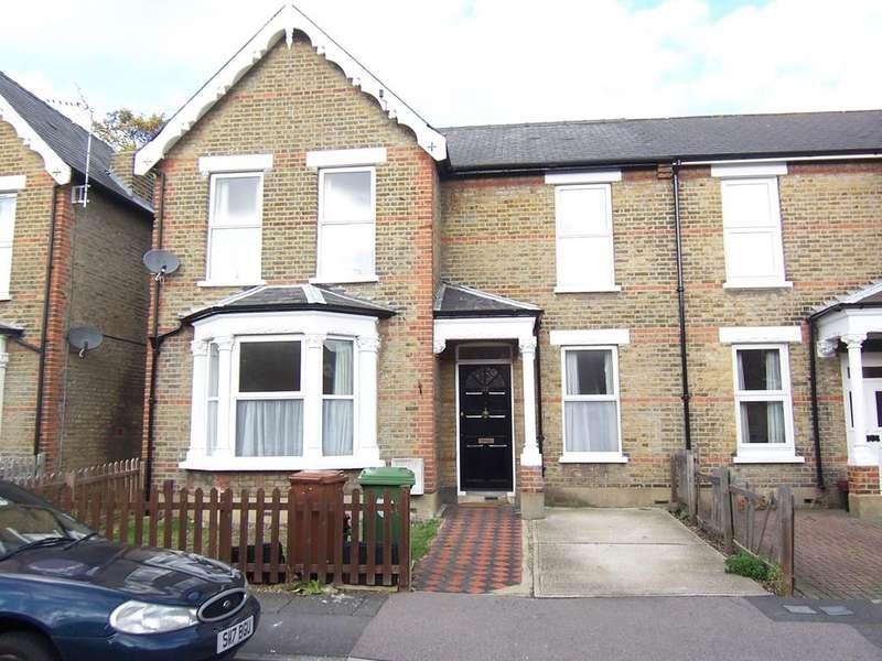4 Bedrooms Semi Detached House for rent in Freta Road, Bexleyheath, Kent DA6