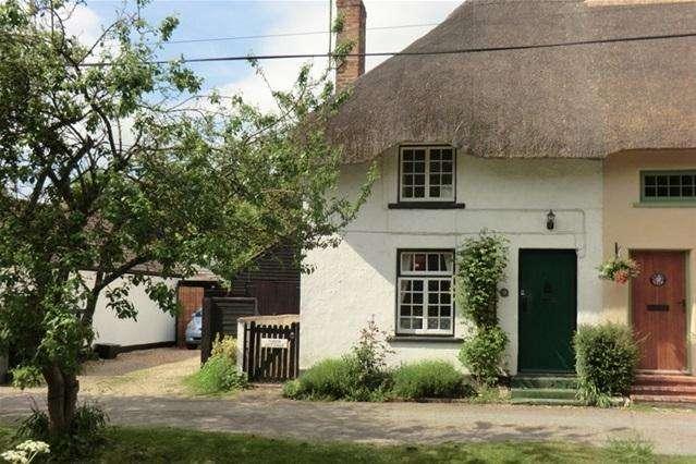 2 Bedrooms Semi Detached House for rent in Tudor Cottage, Newton Tony, Salisbury