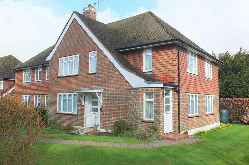 2 Bedrooms Flat for sale in Church Road, Haywards Heath, RH16
