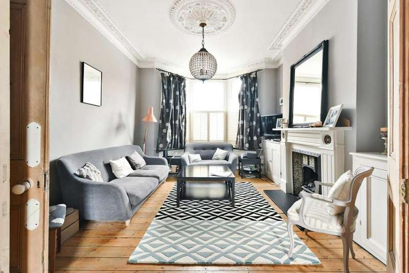 3 Bedrooms Flat for sale in Eckstein Road, Battersea