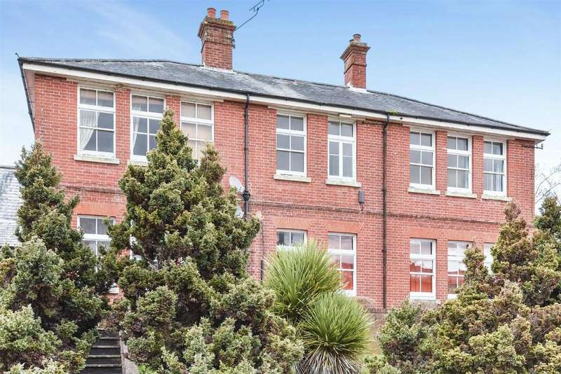 3 Bedrooms Flat for sale in Headley Close, Alresford, Hampshire