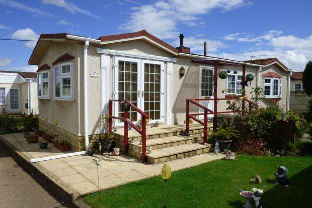 2 Bedrooms Park Home Mobile Home for sale in Cheveley Park, Grantham, NG31