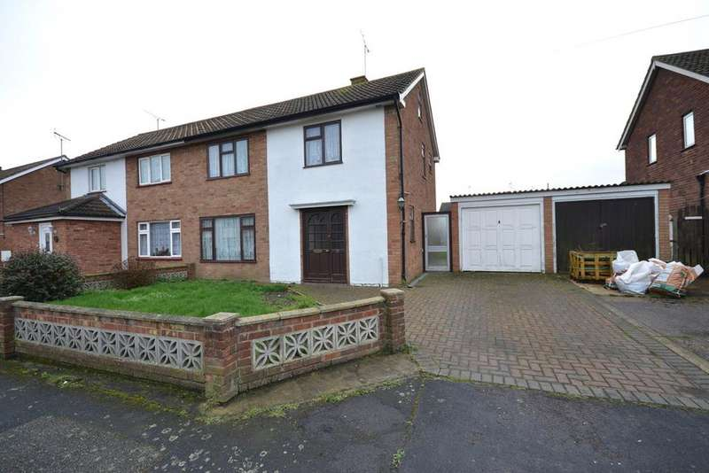 3 Bedrooms Semi Detached House for sale in New Moor Crescent, Southminster, CM0