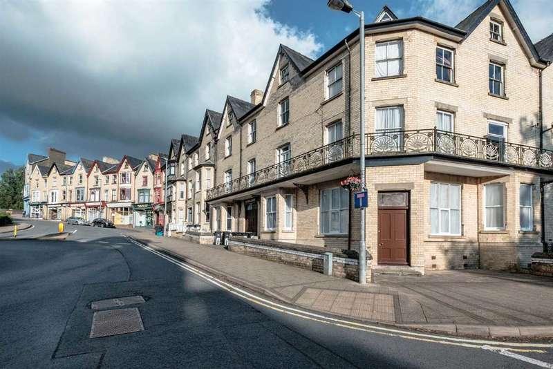 2 Bedrooms Apartment Flat for sale in Cadwallader, Park Crescent, Llandrindod Wells
