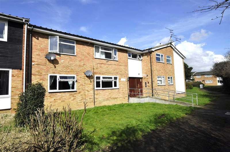 2 Bedrooms Flat for sale in St Michaels Walk, Galleywood