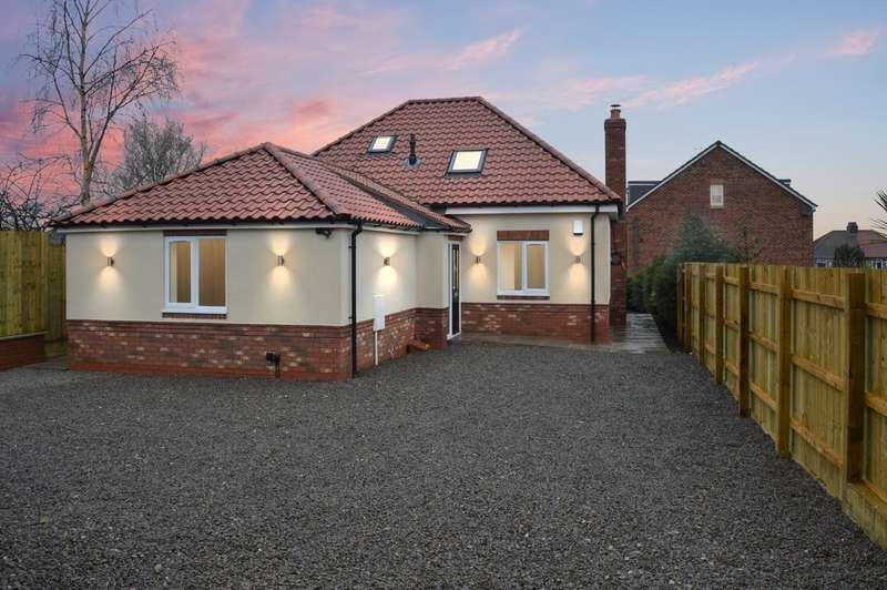 3 Bedrooms Detached House for sale in Oakland Lodge, Malvern Avenue YO26