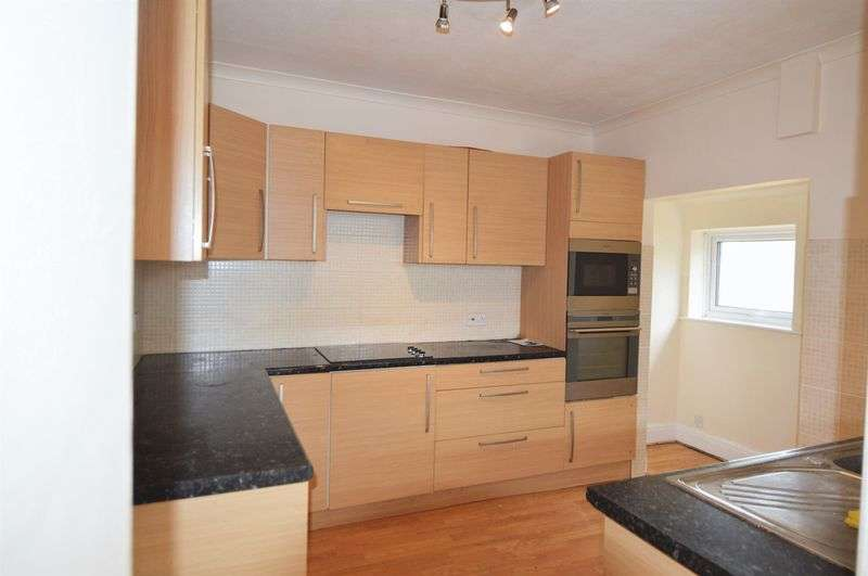 4 Bedrooms Property for rent in Portsmouth Road, Lee-On-The-Solent