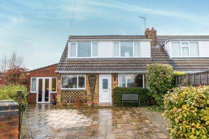 4 Bedrooms Semi Detached House for sale in Larchfield, York