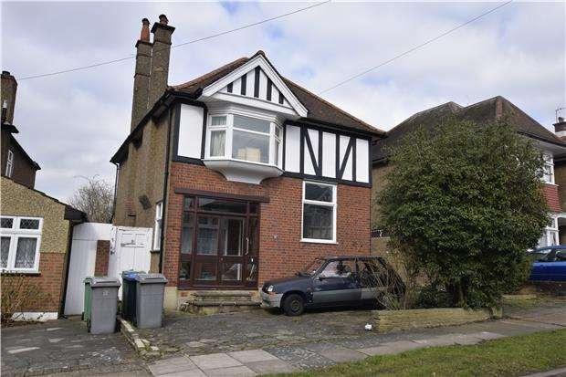 4 Bedrooms Detached House for sale in Trevelyan Crescent, Kenton, Harrow, Middx, HA3 0RN