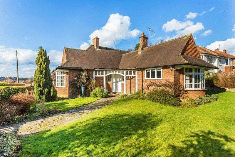 5 Bedrooms Detached Bungalow for sale in LEATHERHEAD - CLOSE TO TOWN