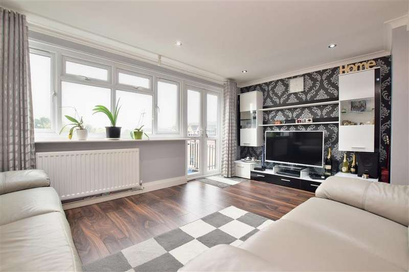 2 Bedrooms Maisonette Flat for sale in Sincots Road, Redhill, Surrey