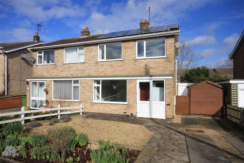 3 Bedrooms Semi Detached House for sale in Lonsdale Way, Oakham, Rutland
