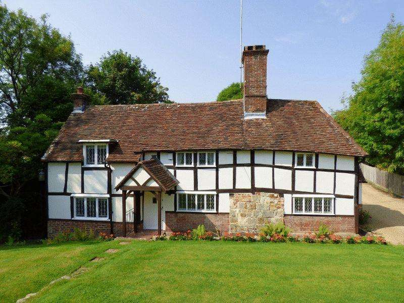 5 Bedrooms Detached House for sale in The Street, Bolney