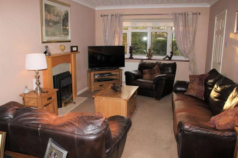 3 Bedrooms Semi Detached House for sale in Winters Close, Holbury, Southampton