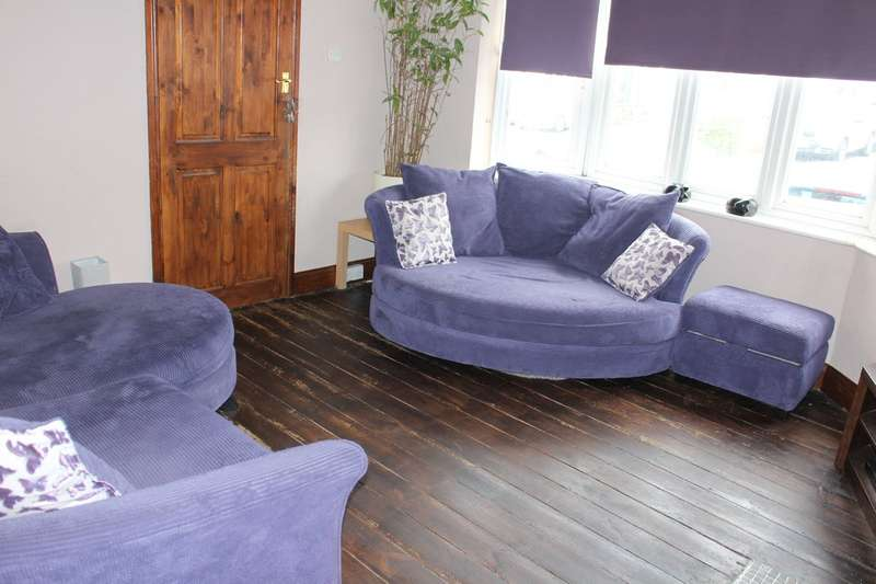 4 Bedrooms Semi Detached House for sale in Bush Elms Road, Hornchurch