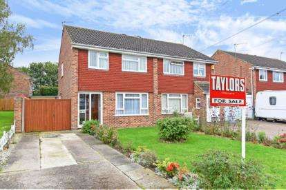3 Bedrooms Semi Detached House for sale in Lower Close, Aylesbury, Bucks, England
