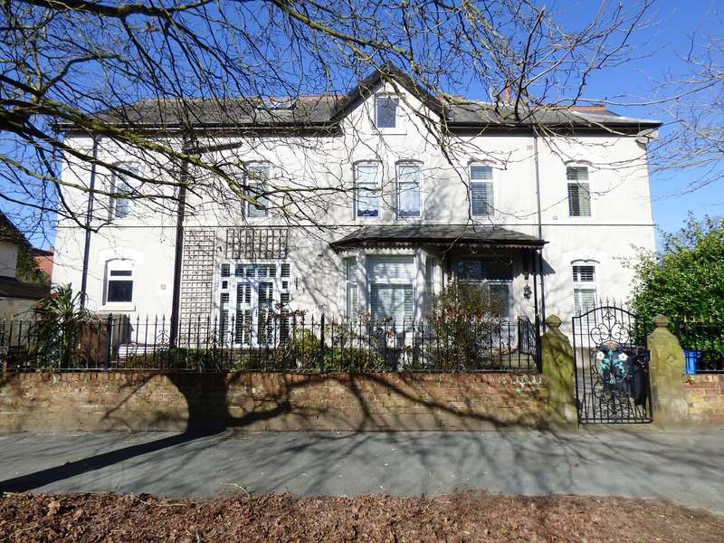 2 Bedrooms Flat for sale in Willows Avenue, Lytham