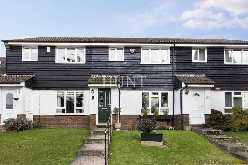 3 Bedrooms Terraced House for sale in Woodford Green, Essex IG8