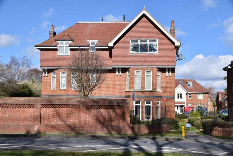 2 Bedrooms Apartment Flat for sale in CHALFORD GRANGE, CATISFIELD