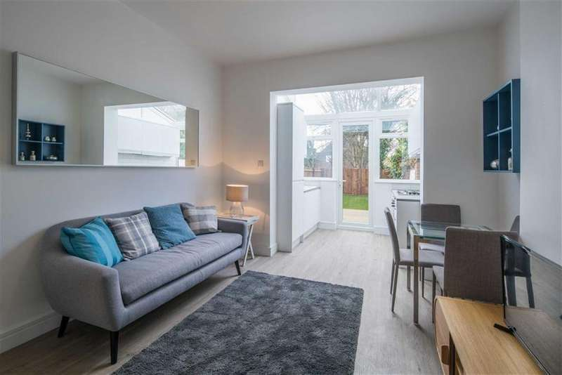 2 Bedrooms Flat for sale in Robson Avenue, Willesden, London, NW10