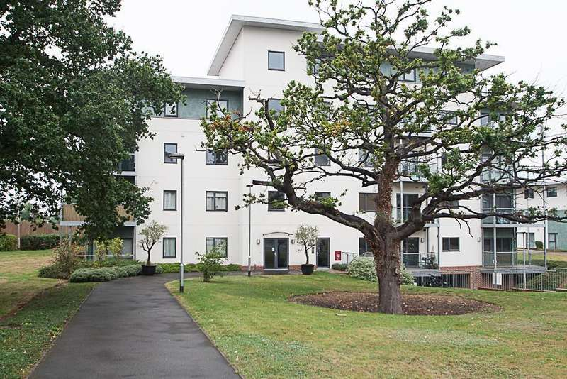 2 Bedrooms Apartment Flat for sale in Rollason Way, Brentwood