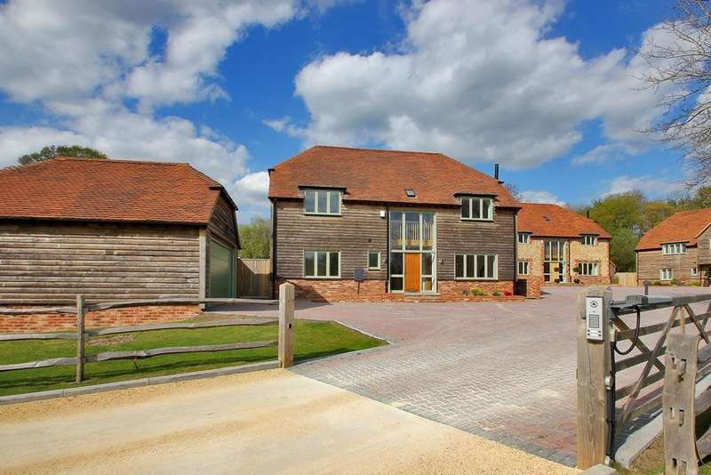 5 Bedrooms Detached House for sale in Sherbourne Place, Northiam, East Sussex, TN31 6DE