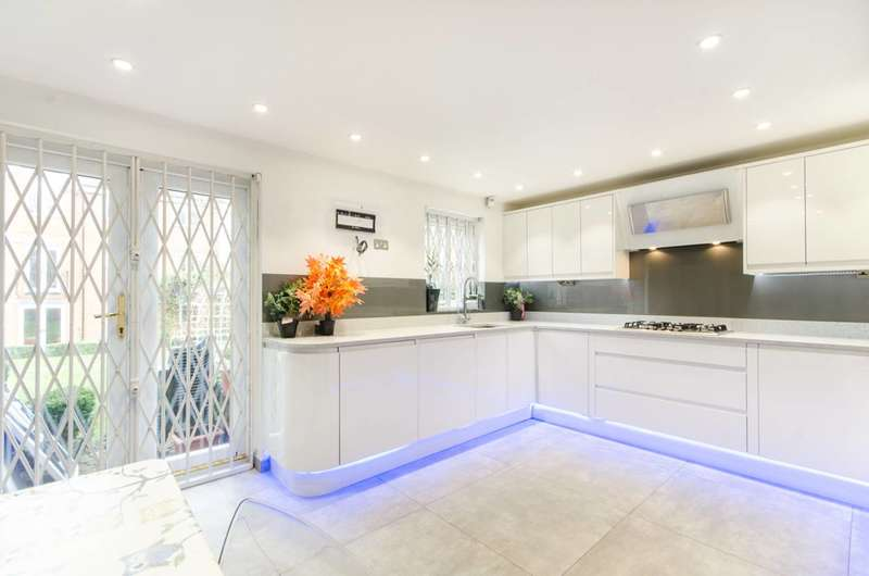 4 Bedrooms House for rent in Honeyman Close, Brondesbury Park, NW6