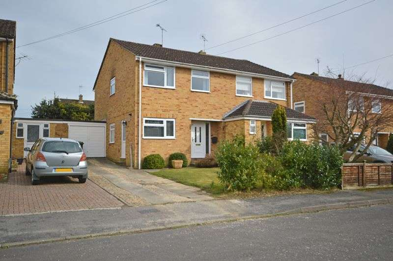 3 Bedrooms Property for sale in Windsor Walk, Lindford