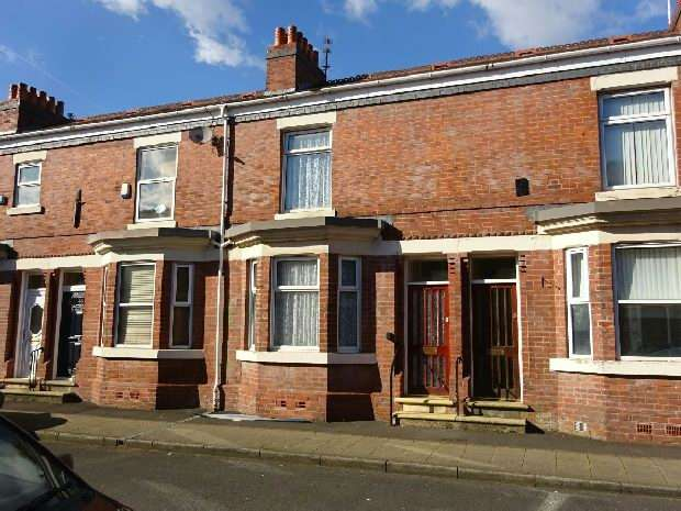 2 Bedrooms Terraced House for sale in Langshaw Street, Old Trafford, Manchester