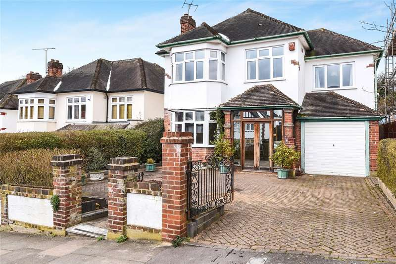 4 Bedrooms Detached House for sale in Princes Avenue, Woodford Green, IG8