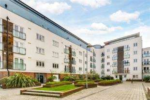 2 Bedrooms Flat for sale in Stane Grove, London