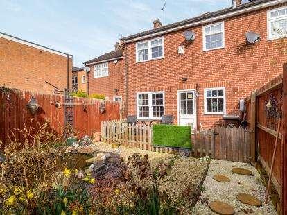 3 Bedrooms Terraced House for sale in Church Street, Bingham, Nottingham