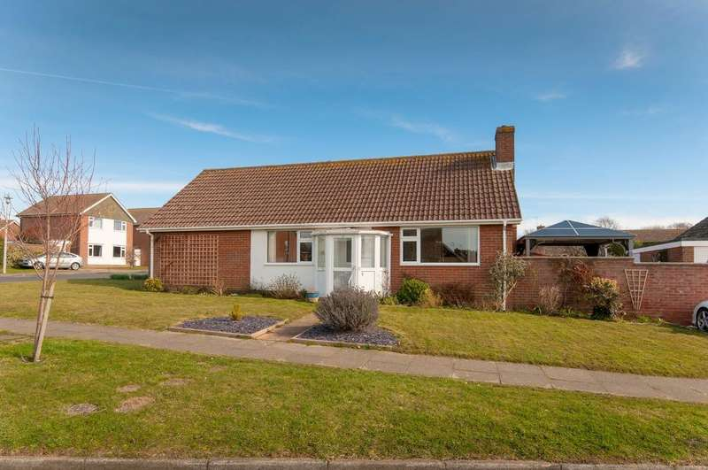 3 Bedrooms Bungalow for sale in Kingsmead, Seaford, BN25 2EP