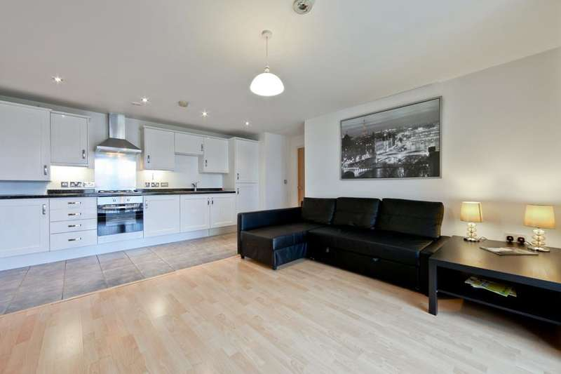 2 Bedrooms Flat for sale in Crediton Road, London E16