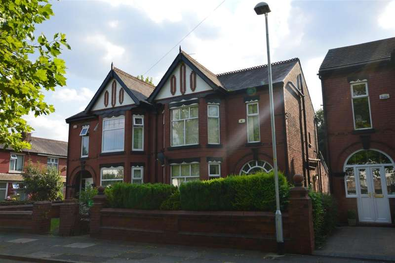 4 Bedrooms Semi Detached House for rent in Kildare Road, Swinton, Manchester, M27 0YA