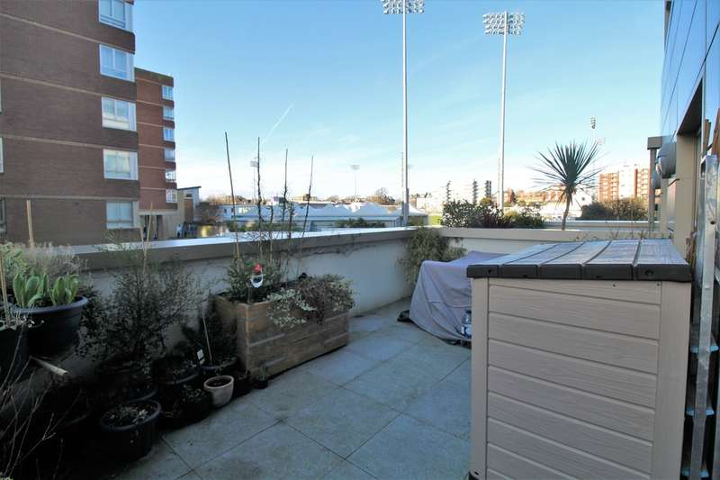 3 Bedrooms Flat for sale in Palmeira Avenue, Hove, BN3 3GE