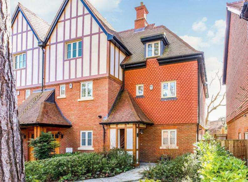 3 Bedrooms End Of Terrace House for sale in Martingales Close, Ascot