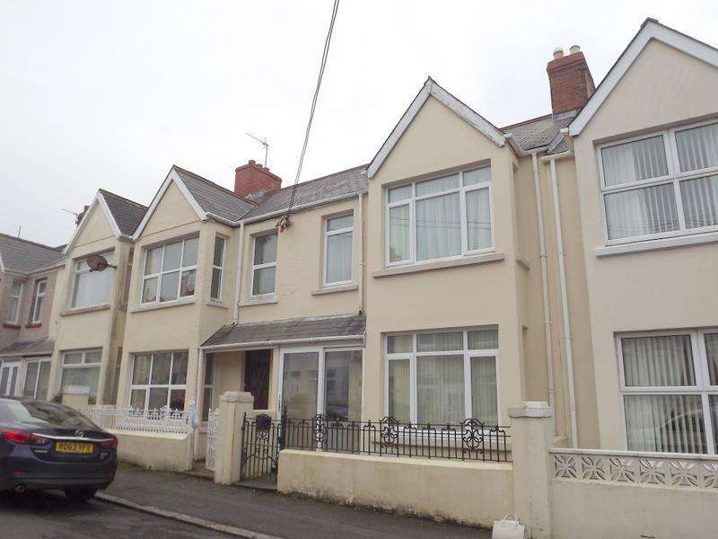 3 Bedrooms Terraced House for sale in Shakespeare Avenue, Milford Haven