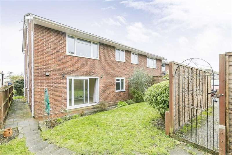 2 Bedrooms Maisonette Flat for sale in Willis Close, Epsom, Surrey