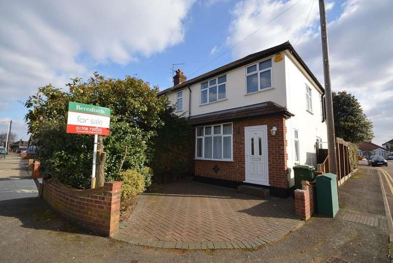 3 Bedrooms End Of Terrace House for sale in Jubilee Avenue, Romford, RM7