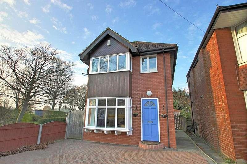 2 Bedrooms Detached House for rent in Trevor Road, Flixton, Manchester, M41
