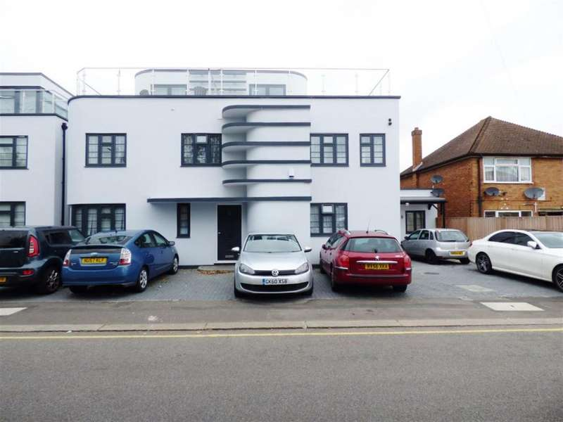4 Bedrooms Detached House for sale in Inwood Road, TW3