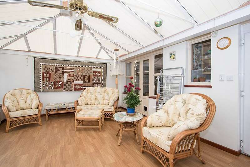 3 Bedrooms Semi Detached Bungalow for sale in Orchard Grove, Portchester , Fareham, PO16