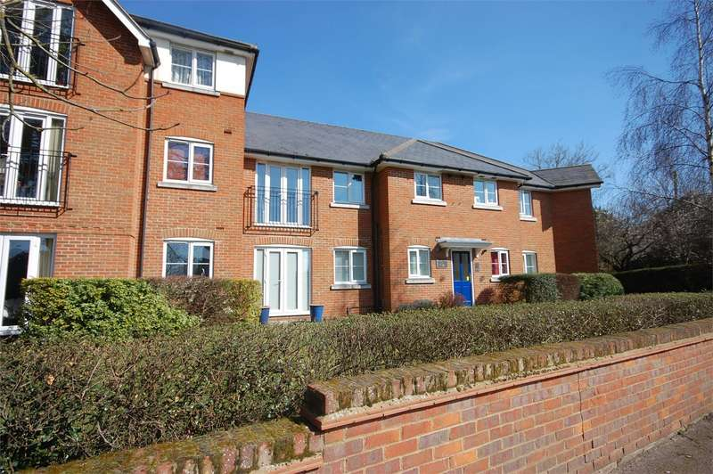 2 Bedrooms Flat for sale in Wendover Road, Aylesbury, Buckinghamshire