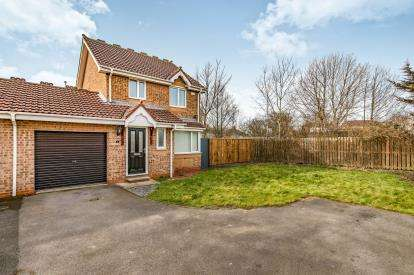 3 Bedrooms Link Detached House for sale in Tayport Close, Darlington, Co. Durham