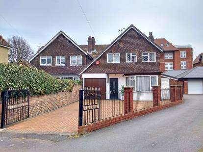 3 Bedrooms Link Detached House for sale in Southsea