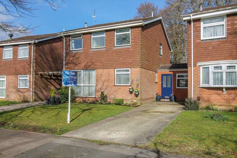 4 Bedrooms Detached House for sale in Patricks Copse Road, Liss