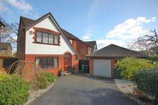 3 Bedrooms Detached House for sale in Woodpecker Way, Uckfield, East Sussex